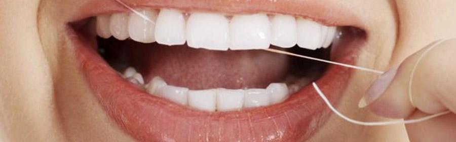 Το οδοντικό νήμα είναι μια κλωστή κατασκευασμένη από νάυλον ή μετάξι η οποία τοποθετείται μεταξύ των δοντιών και αφαιρεί υπολείμματα τροφών και την μικροβιακή πλάκα.